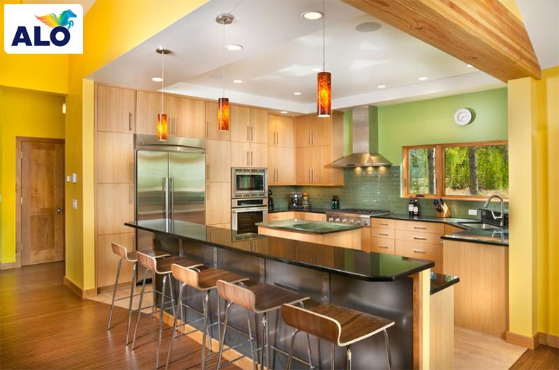 Gam màu vàng làm sáng bừng không gian bếp