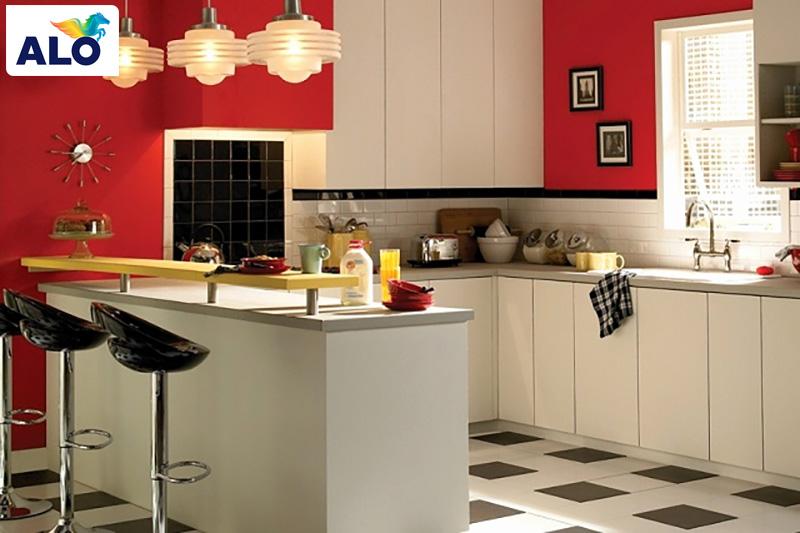 Dùng màu đỏ tạo điểm nhấn cho căn bếp nhỏ nhà bạn