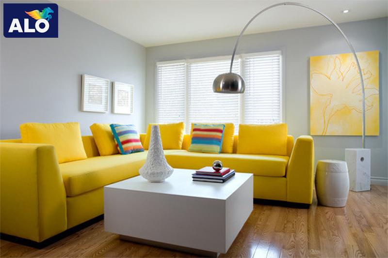 Sơn tường nhà màu xám kết hợp với nội thất màu vàng