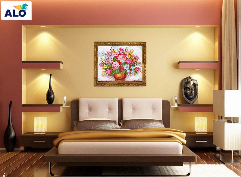 Phòng ngủ người trung niên lên sử dụng những gam màu kem, vàng cát, nâu đất