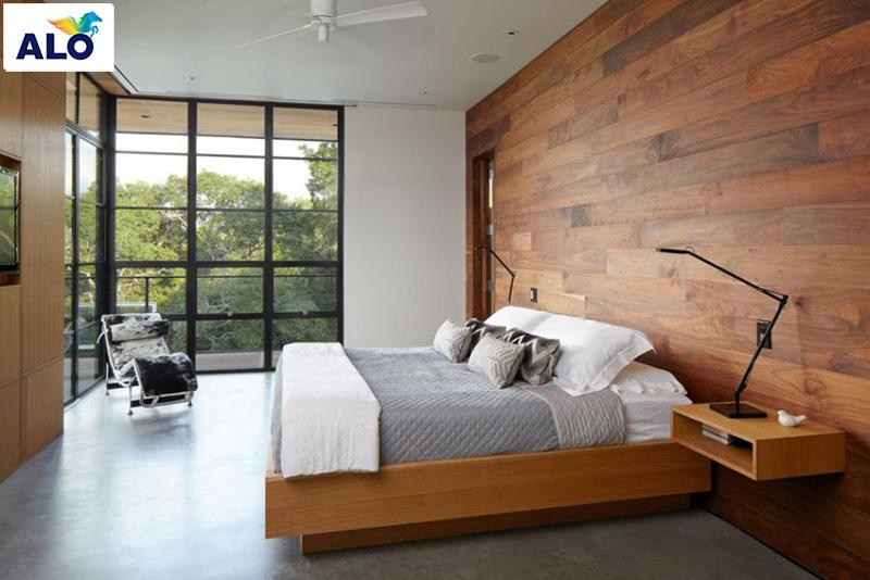 Một chiếc giường ngủ rộng đi kèm với chăm ga gối đệm thật êm ái