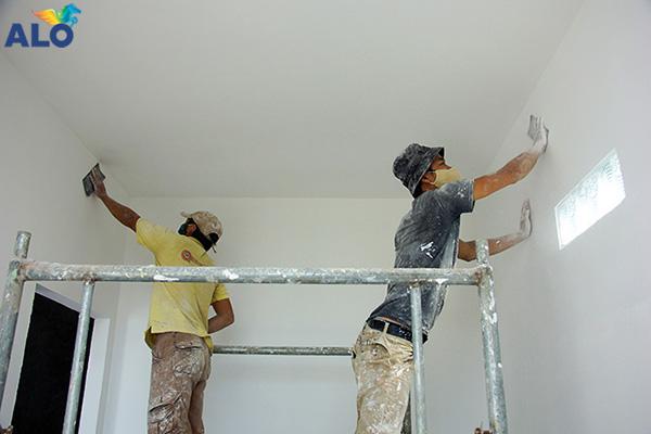Chống thấm ngay từ đầu và chuẩn bị mặt tường thật tốt để chống thấm