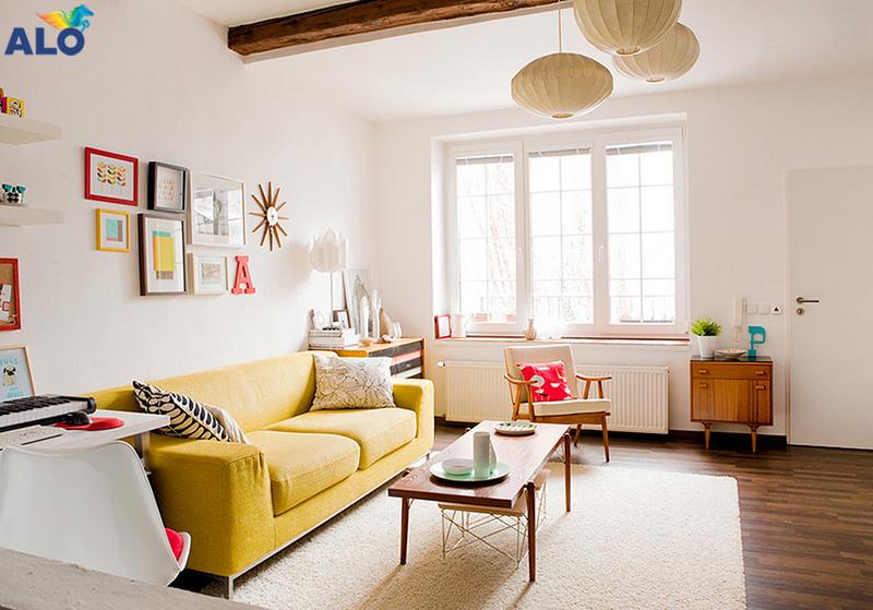 Phòng khách có diện tích nhỏ hạn chế sử dụng những tone màu rực rỡ