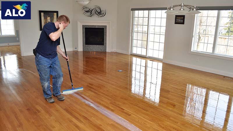 Xử lý bề mặt sơn trên sàn gỗ