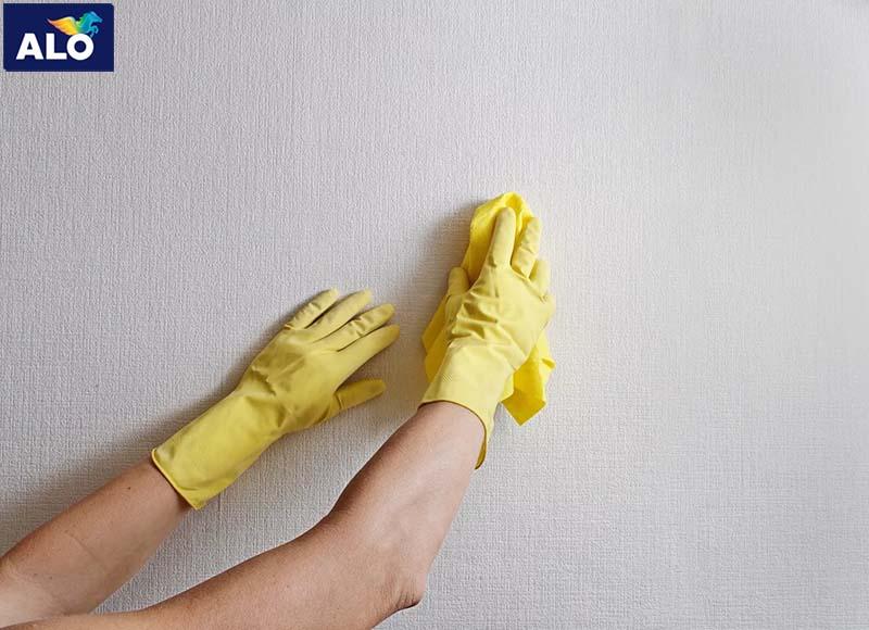 Xử lý bề mặt tường trước khi sơn