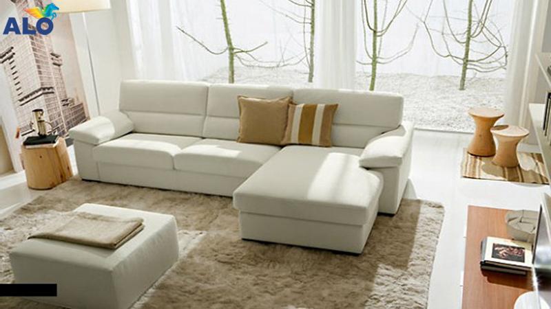 Sử dụng ghế sofa có tay vịn nhằm đảm bảo an toàn cho bé
